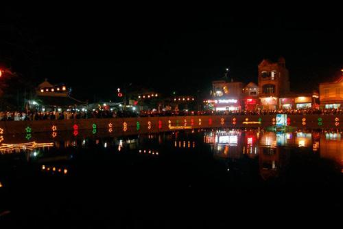 Đêm Noel tràn ngập sắc màu ở nhà thờ đá Phát Diệm