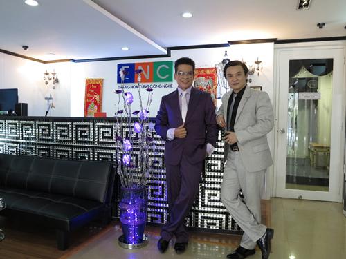 Mr Đàm khai trương công ty thời trang đầu năm mới