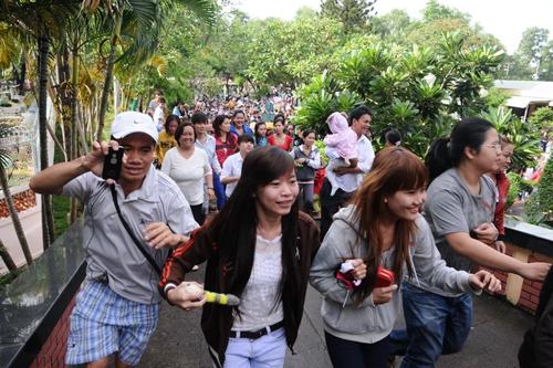 Từ đám tang Wanbi Tuấn Anh, báo động văn hóa fan Việt