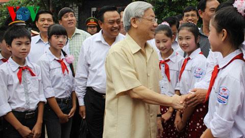 Tổng Bí thư Nguyễn Phú Trọng làm việc tại Bắc Giang