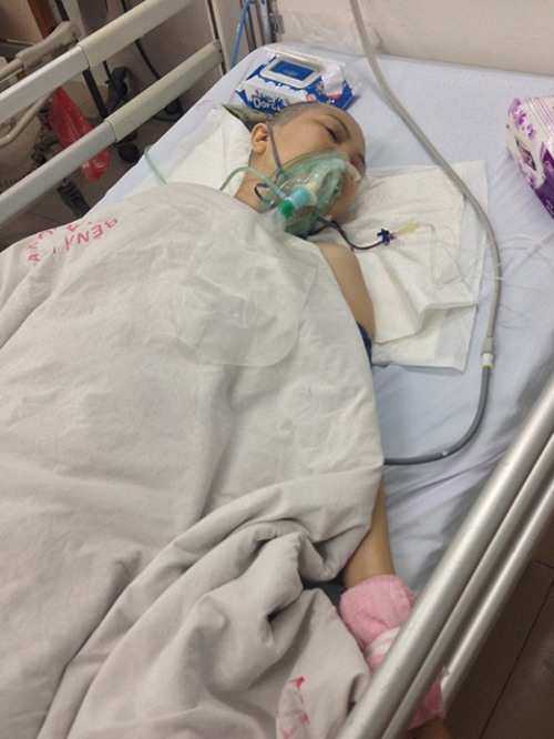 Con gái rủ cậu ruột vào bệnh viện cắt chân mẹ bị u não