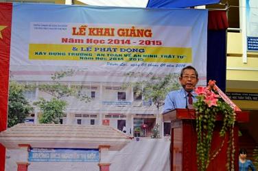 Bí thư Trung ương Đảng, Chánh án TANDTC Trương Hòa Bình dự Lễ khai giảng năm học mới tại Trường THCS Nguyễn Thị Một