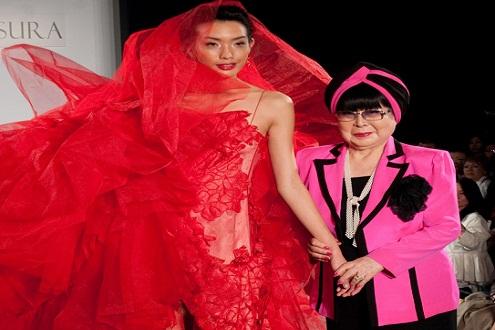 """""""Bà hoàng"""" áo cưới Nhật Bản mang BST """"khủng"""" đến Vietnam International Fashion Week"""