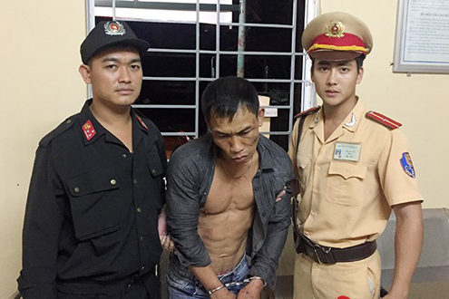 141 bắt giữ đối tượng đi xe gian giấu ma túy trong túi quần