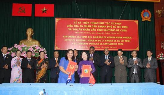 Đoàn TANDTC Cuba thăm và làm việc với TAND cấp cao tại TP. Hồ Chí Minh