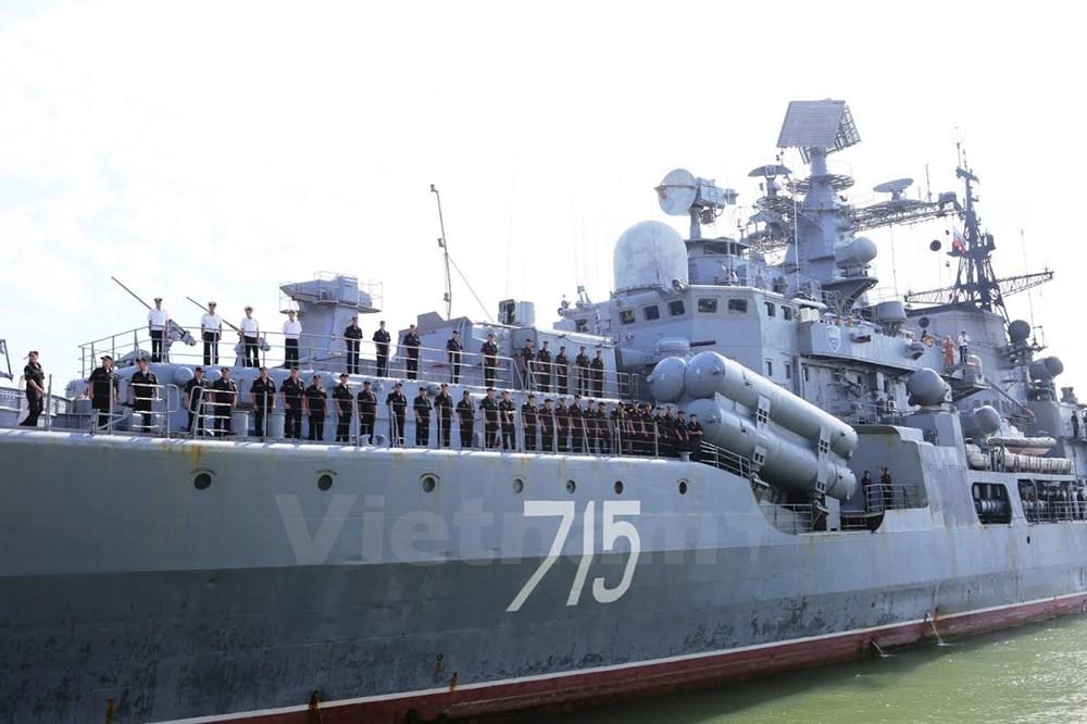 Cận cảnh tàu khu trục