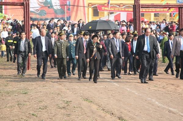 Tái hiện hình ảnh vua Lê đi cày trong lễ hội Tịch Điền