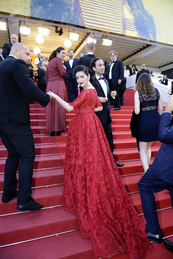 Lý Nhã Kỳ kiêu kỳ như nàng Scarlett O'Hara trên thảm đỏ Cannes
