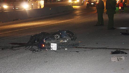 Nghệ An: Xe tải tông xe máy, 2 người thương vong