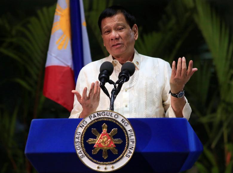 Tổng thống Philippines chỉ trích Mỹ không sớm ngăn chặn Trung Quốc xây đảo nhân tạo