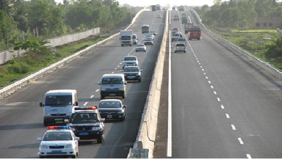Ô tô va chạm trên cao tốc Hà Nội – Hải Phòng, 3 người thương vong