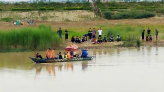Kon Tum: Lật thuyền, 2 cha con tử vong