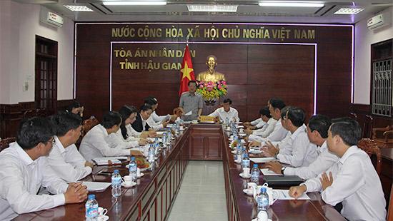 Phó Chánh án TANDTC Lê Hồng Quang thăm, làm việc tại TAND 2 cấp tỉnh Hậu Giang