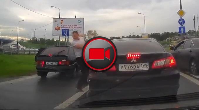 Giải quyết mâu thuẫn khi tham gia giao thông kiểu Nga